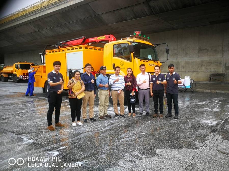 ส่งมอบรถ Boom Lift Cleaning Truck